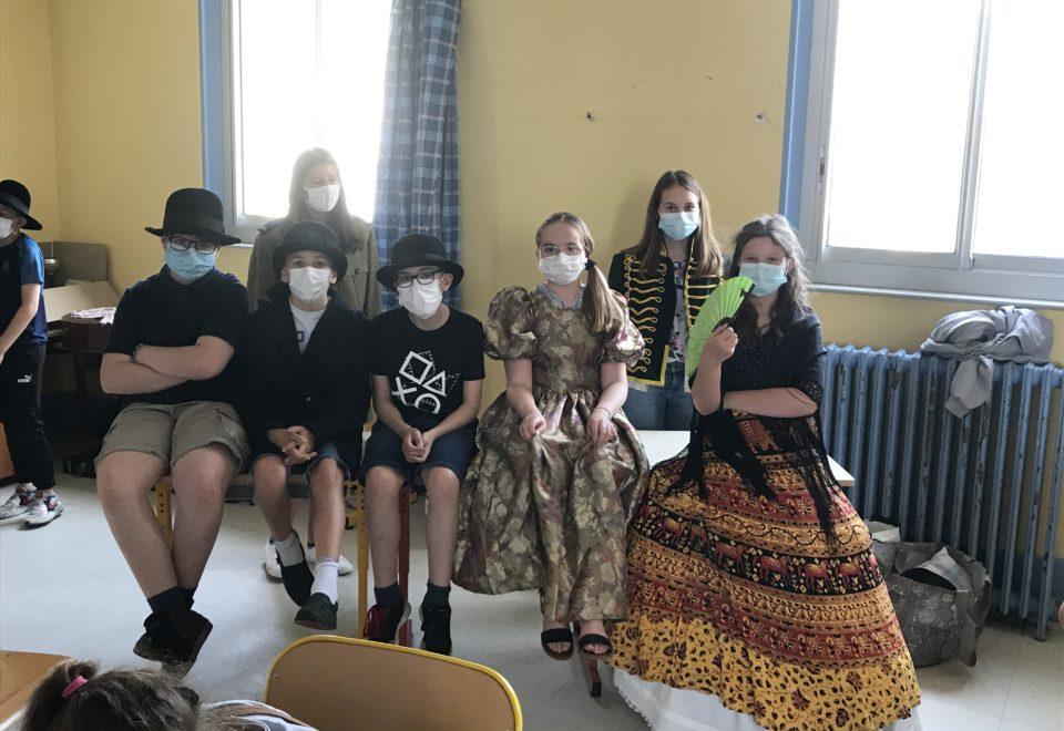 Les élèves de l'option théâtre en pleine répétition…