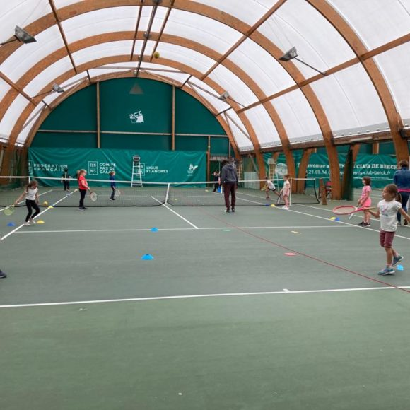 Initiation au tennis pour la classe de Mme Favier