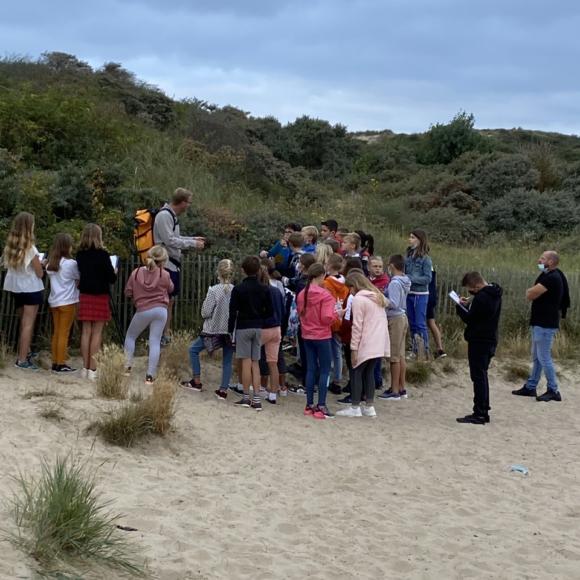 Les élèves de sixième découvrent les sentiers dunaires de Berck